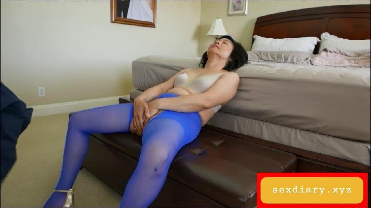 I found my vietnamese mom's sex clip on her desktop