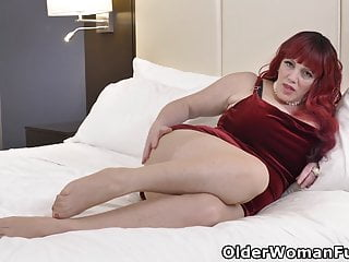 Bbw mature pussy Canadian bbw milf roxee robinson toys her mature pussy