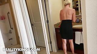Stunning Babe Chloe Kinks Getting Her Pussy Fucked Hard