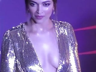 Celebrities side boobs Deepika sexy golden dress side boobs