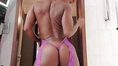 Ebony.Shaking.Booty