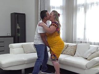 Heli attack porn - Big mature mother gets pussy attack from son