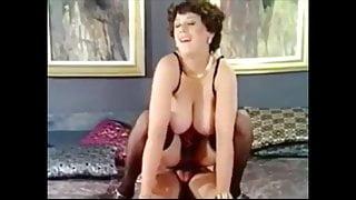 mona' big tit swinger'