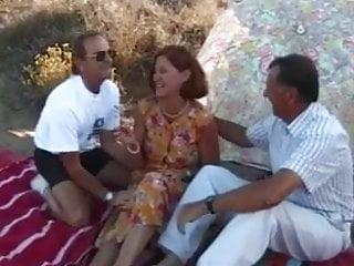 Abuelos gay - Madura follada ppor dos abuelos