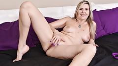 Canadian milf Velvet Skye welcomes you to her bedroom