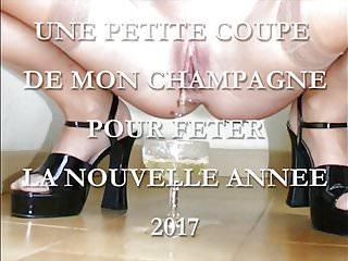 Cum poured in to pussy - Une coupe de mon champagne pour le nouvel an