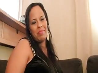 Latex font family Anissa et sa copine se font baizer