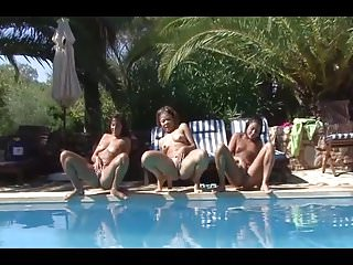 Xxx girls peeing - 3 girls peeing in a pool