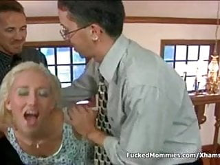 Cum on mommys pussy - Small titted blonde mommy suck and ride two cocks