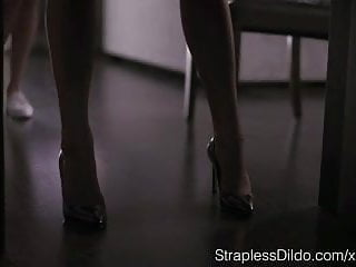 Lesbian stocking sex How to dress up aurelika for strapon sex