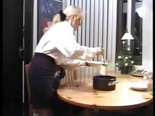 Sherilyn feu naked Une maman allemande a le feu au cul