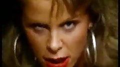 Retro pornstar Tiffany Million uwielbia się pieprzyć!
