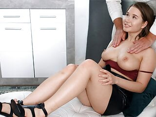 Alluring Bombshell Goes To A Doctor For A Squirting Orgasm XhIvg