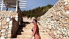 Passeggiata sexy della cantante troia serba sladja