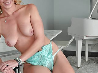 Worldsex com mature 35 year old harley summers goes all anal for allover30.com