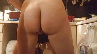 Kitchen sex, Helping hand, nude cooking
