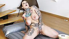 curvy slippery babe masturbating