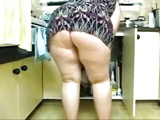 Sexy clean models - Plump sexy ass cleans in the kitchen.