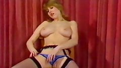 HANGING ON - vintage 80's British bouncy boobs dance