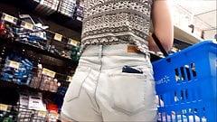 Teen-Arsch in Shorts 1 mit versteckter Kamera