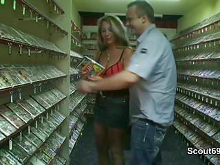 Sex shop nashville Mutti geht in den sex-shop und fickt mit 2 fremden typen