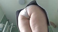 Milf cleaning in short skirt-qp