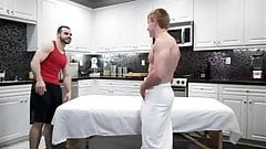 Massage turns into a raw fuck session between two fit jocks