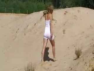 White sand beach orgasm - Mdg video to set 095 - on the sand
