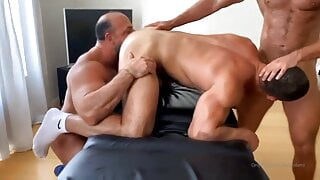 Dato threesome with daddies
