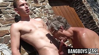 Sucking before sticky cum shot for old dude loving the feel