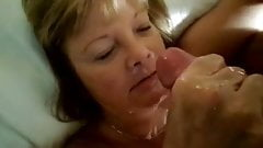 Mature with tramp stamp jerks herself a facial