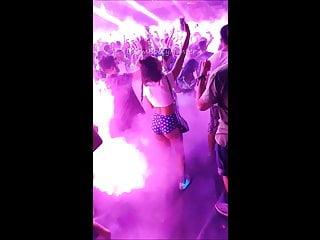 Sexy booty dancing videos Sexy teen dancing n shaking her nice ass booty in nightclub