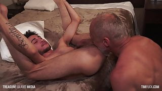 Slender lil daddy chaser gets a sliver fox in his hole