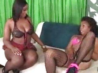 Nicole richie lesbian kiss Myeshia nicole vs layla monroe