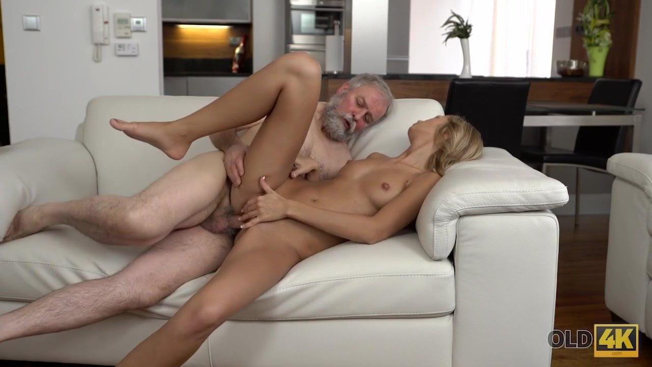 Порно изменяет мужу со стариком