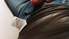 Schwanz in jeans