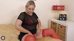 Lovely chubby mom feeding her juicy pussy