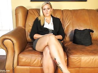Casting couch auditions xxx - Pretty amateur does it all on the casting couch