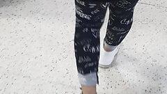 Madrastra en leggings tiene sexo en el supermercado con hijastro