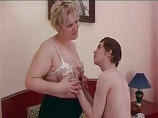 Mom seduces young son sex Bbw mature mom seduces sons friend