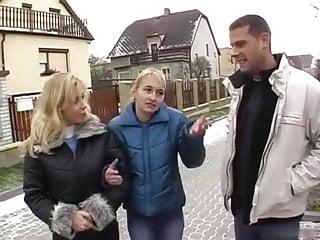 Eva la nude photo rue - 2 copines rencontrees dans la rue