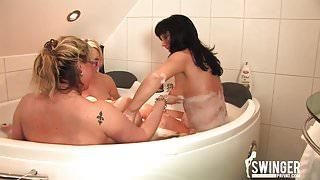 Geile Badespiele mit Freunden