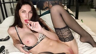 Pornstar LIZA VIRGIN getting a real orgasm with squirting