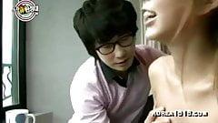 Hombres coreanos feos follan chicas calientes