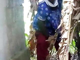 Free outdoor pee videos Outdoor pee spy