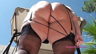 Huge butt blonde outdoors on a sunny Vegas day