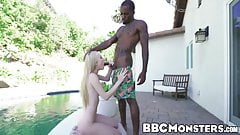La teen bionda bionda candy white succhia il cazzo e la frangetta interrazziale