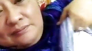 Indonesian Stw Granny Eksis didpn kamera