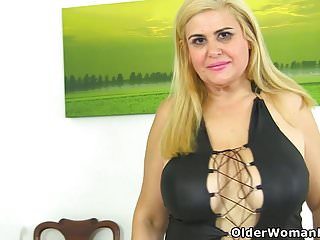 Buxom mature gallaries Buxom milf musa dildos her shaven cunt