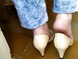 Nude peep toe pumps - Meus pezinhos em peep toe bem usadinho